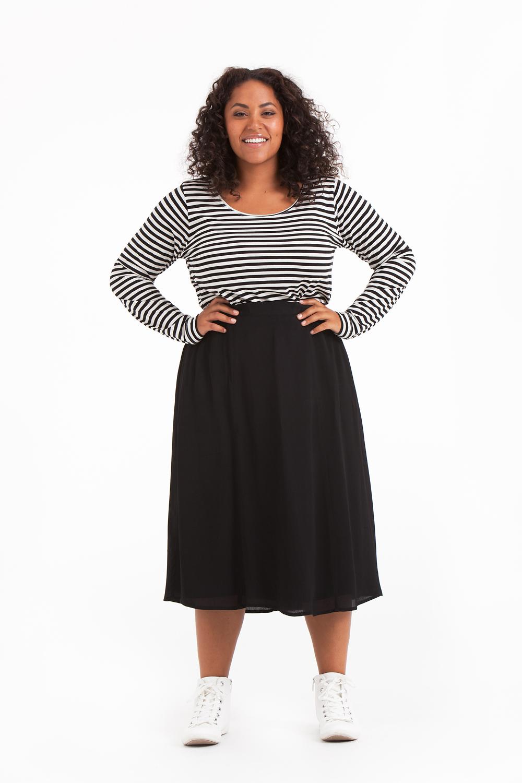 Mimmi kjol svart, storlekar 42-56.