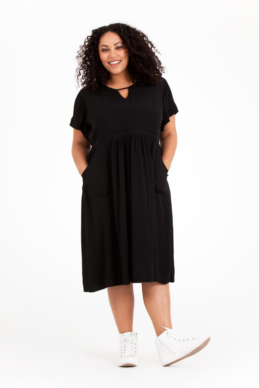 Noor klänning i svart